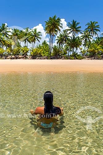 Mulher na Praia de taipús de fora  - Maraú - Bahia (BA) - Brasil