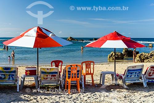 Guarda-sóis e cadeiras da Orla da 2ª Praia  - Cairu - Bahia (BA) - Brasil