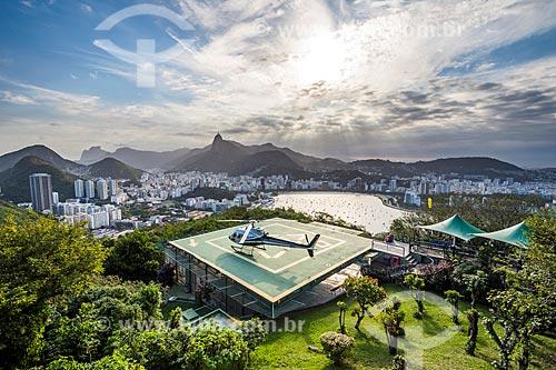 Heliponto no Pão de Açúcar com o Cristo Redentor ao fundo  - Rio de Janeiro - Rio de Janeiro (RJ) - Brasil