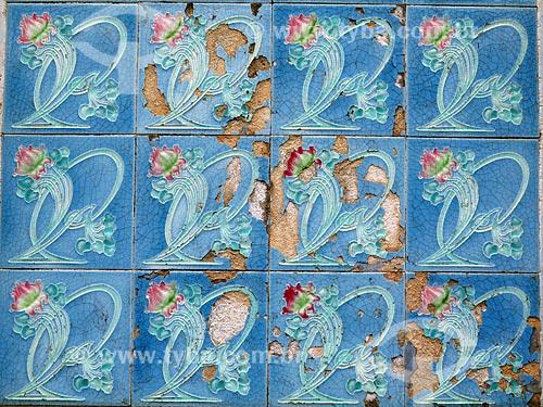 Detalhe de azulejo português  - Pelotas - Rio Grande do Sul (RS) - Brasil