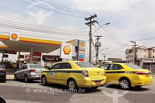 Táxis na entrada de posto de gasolina  - Rio de Janeiro - Rio de Janeiro (RJ) - Brasil