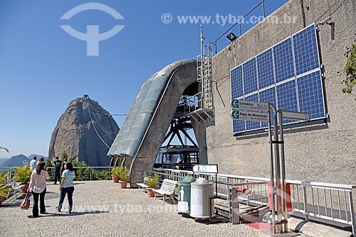 Painéis solares fotovoltaico na estação do bondinho do Morro da Urca com o Pão de Açúcar ao fundo  - Rio de Janeiro - Rio de Janeiro (RJ) - Brasil
