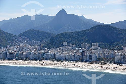 Foto aérea da orla da Praia de Copacabana com o Cristo Redentor ao fundo  - Rio de Janeiro - Rio de Janeiro (RJ) - Brasil