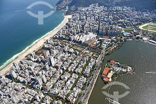 Foto aérea do bairro de Ipanema com a Praia de Ipanema - à esquerda - e com a Lagoa Rodrigo de Freitas - à direita  - Rio de Janeiro - Rio de Janeiro (RJ) - Brasil