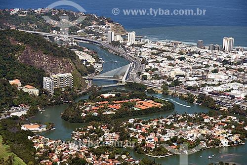 Foto aérea da Ponte estaiada na linha 4 do Metrô Rio sobre o Canal da Joatinga  - Rio de Janeiro - Rio de Janeiro (RJ) - Brasil