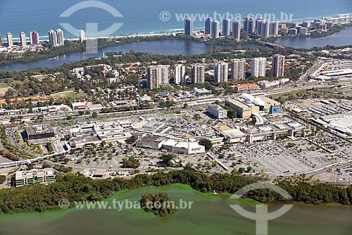 Foto aérea do Barra Shopping com a Lagoa de Marapendi e a Praia da Barra da Tijuca ao fundo  - Rio de Janeiro - Rio de Janeiro (RJ) - Brasil