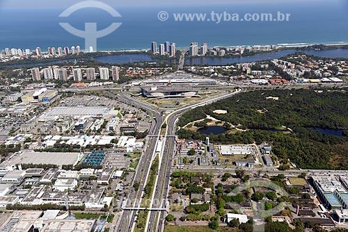 Foto aérea da Avenida Ayrton Senna com o Trevo das Palmeiras ao fundo  - Rio de Janeiro - Rio de Janeiro (RJ) - Brasil
