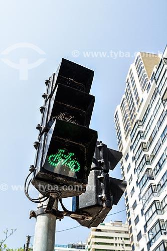 Semáforo para bicicletas na ciclovia da Avenida Atlântica  - Balneário Camboriú - Santa Catarina (SC) - Brasil