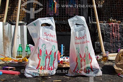 Detalhe de saco de doces de São Cosme e Damião na Igreja de São Cosme e Damião  - Rio de Janeiro - Rio de Janeiro (RJ) - Brasil