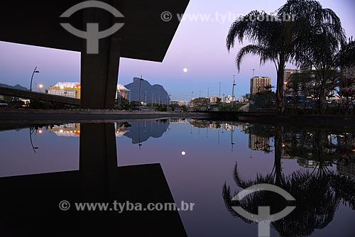 Vista do pôr do sol a partir da Cidade das Artes - antiga Cidade da Música - com a Pedra da Gávea ao fundo  - Rio de Janeiro - Rio de Janeiro (RJ) - Brasil