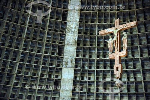 Detalhe de crucifixo no interior da Catedral de São Sebastião do Rio de Janeiro (1979)  - Rio de Janeiro - Rio de Janeiro (RJ) - Brasil