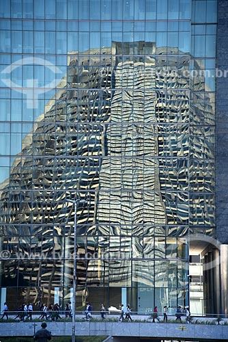 Reflexo da Catedral de São Sebastião do Rio de Janeiro na fachada do Edifício Ventura  - Rio de Janeiro - Rio de Janeiro (RJ) - Brasil