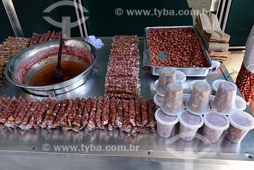 Detalhe de carroçinha de vendedor ambulante de amendoim doce  - Rio de Janeiro - Rio de Janeiro (RJ) - Brasil