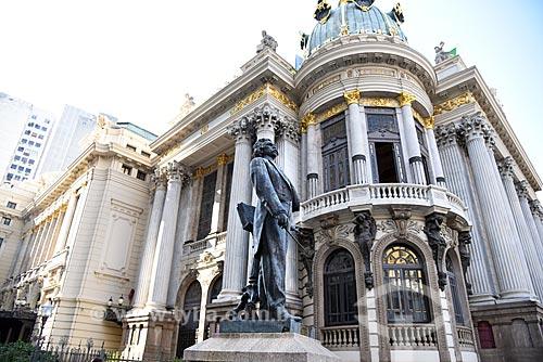 Estátua do Maestro Carlos Gomes (1960) na Cinelândia com o Theatro Municipal do Rio de Janeiro ao fundo  - Rio de Janeiro - Rio de Janeiro (RJ) - Brasil