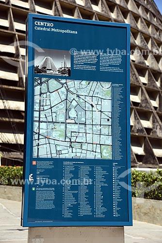 Painel de informação turística na Catedral de São Sebastião do Rio de Janeiro  - Rio de Janeiro - Rio de Janeiro (RJ) - Brasil