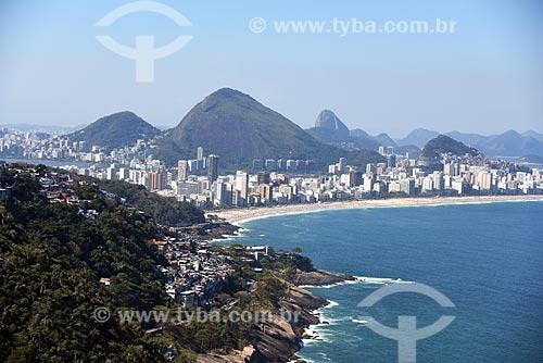 Vista aérea da Favela do Vidigal com as praias do Leblon e Ipanema ao fundo  - Rio de Janeiro - Rio de Janeiro (RJ) - Brasil