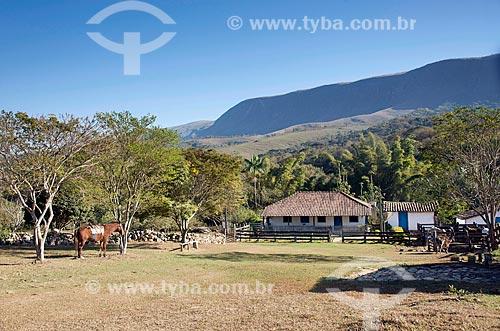 Vista de fazenda na zona rural da cidade de São Roque de Minas com chapada do Parque Nacional da Serra da Canastra ao fundo  - São Roque de Minas - Minas Gerais (MG) - Brasil