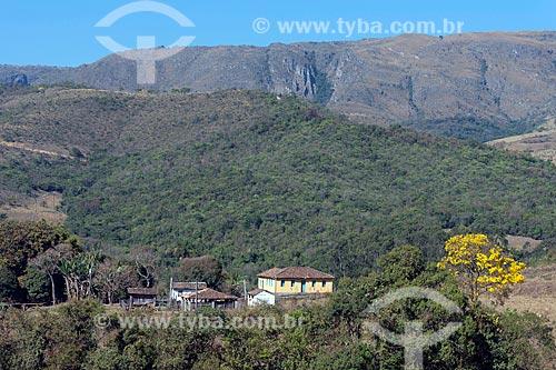 Sede de fazenda e hotel fazenda na zona rural da cidade do distrito de São José do Barreiro com chapada do Parque Nacional da Serra da Canastra ao fundo  - São Roque de Minas - Minas Gerais (MG) - Brasil
