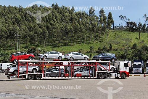 Caminhão cegonha na Rodovia Presidente Dutra (BR-116)  - Queluz - São Paulo (SP) - Brasil