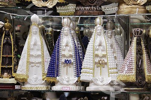 Imagens de Nossa Senhora Aparecida à venda em loja de artigos religiosos  - Aparecida - São Paulo (SP) - Brasil