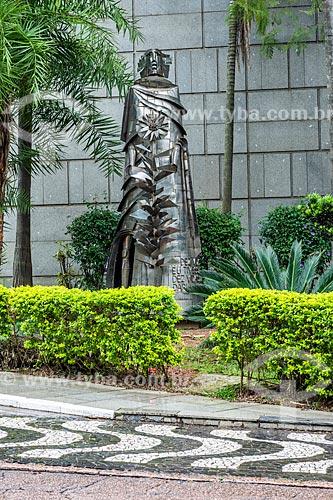 Escultura Tiradentes de Vasco Prado nos jardins do Palácio Farroupilha (1967) - sede da Assembleia Legislativa do Estado do Rio Grande do Sul  - Porto Alegre - Rio Grande do Sul (RS) - Brasil