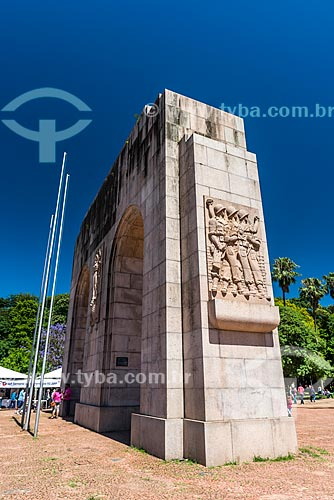Detalhe do Arco do Triunfo no Parque Farroupilha - também conhecido como Parque da Redenção  - Porto Alegre - Rio Grande do Sul (RS) - Brasil
