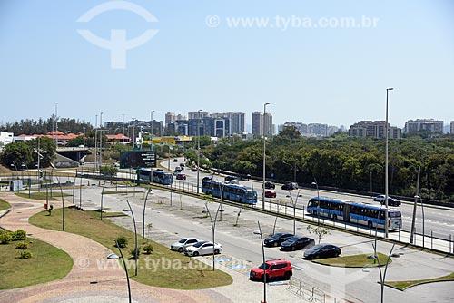 Vista do BRT Transoeste a partir da Cidade das Artes - antiga Cidade da Música  - Rio de Janeiro - Rio de Janeiro (RJ) - Brasil