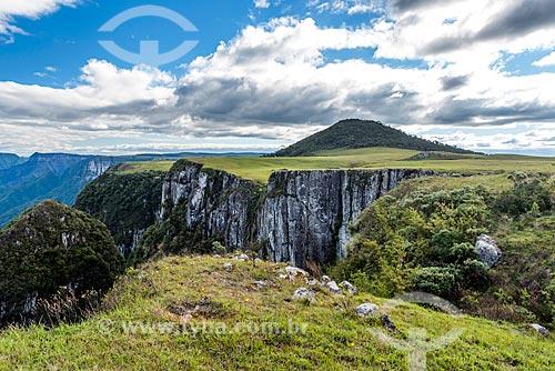 Vista do Cânion Montenegro com o Pico Montenegro ao fundo  - São José dos Ausentes - Rio Grande do Sul (RS) - Brasil