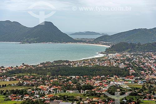 Vista da Praia da Armação do Pântano do Sul com a Praia do Matadeiro ao fundo a partir do Morro do Lampião  - Florianópolis - Santa Catarina (SC) - Brasil
