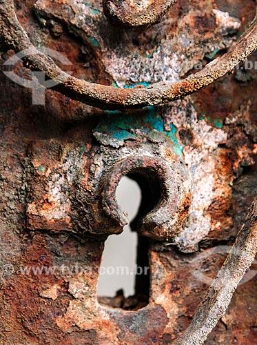 Detalhe de buraco de fechadura em porta antiga  - Niterói - Rio de Janeiro (RJ) - Brasil