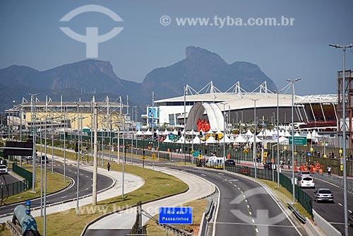 Vista da Avenida Embaixador Abelardo Bueno com o Parque Olímpico Rio 2016 e a Pedra da Gávea ao fundo  - Rio de Janeiro - Rio de Janeiro (RJ) - Brasil