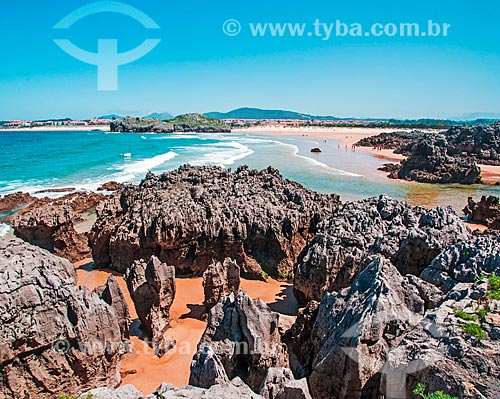 Praia na orla da cidade de Isla  - Isla - Província de Cantábria - Espanha