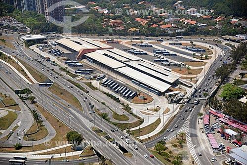 Foto aérea do Terminal Alvorada com ônibus do BRT (Bus Rapid Transit)  - Rio de Janeiro - Rio de Janeiro (RJ) - Brasil