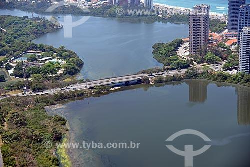 Foto aérea de ponte da Avenida Ayrton Senna sobre a Lagoa de Marapendi  - Rio de Janeiro - Rio de Janeiro (RJ) - Brasil