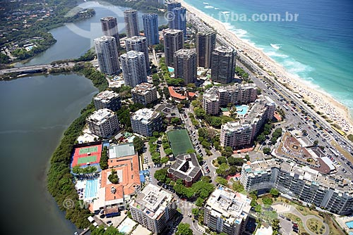 Foto aérea do condomínio residencial Alfa Barra próximo à Lagoa de Marapendi  - Rio de Janeiro - Rio de Janeiro (RJ) - Brasil