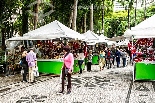 Barracas na feira de natal da Praça General Osório  - Curitiba - Paraná (PR) - Brasil