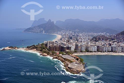 Foto aérea do antigo Forte de Copacabana (1914-1987), atual Museu Histórico do Exército com a Praia de Ipanema, Morro Dois Irmãos e Pedra da Gávea ao fundo  - Rio de Janeiro - Rio de Janeiro (RJ) - Brasil