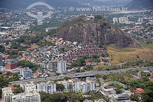 Foto aérea da Igreja de Nossa Senhora da Penna (Século XVIII)  - Rio de Janeiro - Rio de Janeiro (RJ) - Brasil