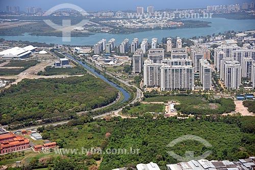 Foto aérea do Arroio Pavuna com condomínios residenciais à direita  - Rio de Janeiro - Rio de Janeiro (RJ) - Brasil