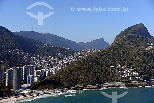 Foto aérea do Gran Meliá Nacional - antigo Hotel Nacional (1968) - à esquerda - com o Condomínio Residencial Ladeira das Yucas - à direita  - Rio de Janeiro - Rio de Janeiro (RJ) - Brasil