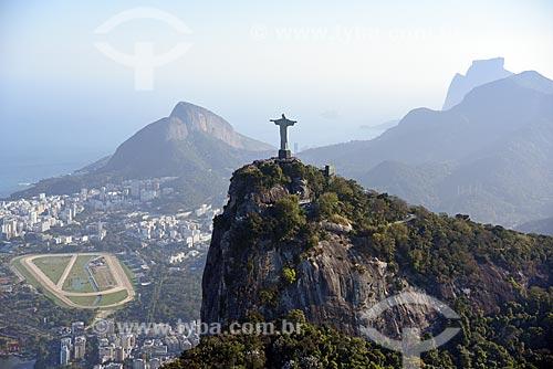Foto aérea do Cristo Redentor (1931) com o Morro Dois Irmãos e a Pedra da Gávea ao fundo  - Rio de Janeiro - Rio de Janeiro (RJ) - Brasil