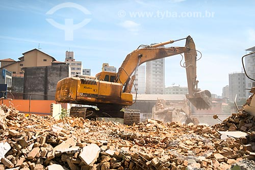 Demolição de casas para a construção de edifício de apartamentos na Rua Joaquim Távora  - São Paulo - São Paulo (SP) - Brasil