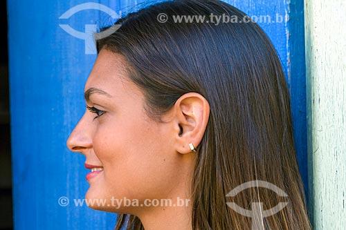Detalhe de perfil de jovem mulher  - Guarani - Minas Gerais (MG) - Brasil