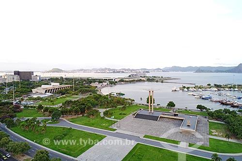 Foto feita com drone do Monumento aos Mortos da Segunda Guerra Mundial com a Marina da Glória e o Museu de Arte Moderna do Rio de Janeiro - à esquerda  - Rio de Janeiro - Rio de Janeiro (RJ) - Brasil