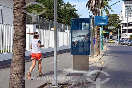 Painel de informação turística próxima à ciclovia da Lagoa Rodrigo de Freitas  - Rio de Janeiro - Rio de Janeiro (RJ) - Brasil