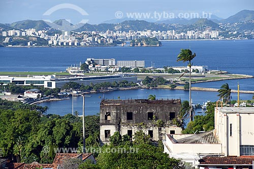 Vista do Aeroporto Santos Dumont a partir do Centro Cultural Municipal Parque das Ruínas  - Rio de Janeiro - Rio de Janeiro (RJ) - Brasil