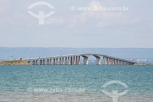 Vista do Rio Tocantins com Ponte Fernando Henrique Cardoso (2002) - também conhecida como Ponte da Amizade e da Integração - ao fundo  - Palmas - Tocantins (TO) - Brasil