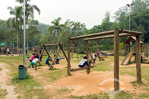 Crianças brincando no parque do Parque Ecológico Gruta Santa Luzia  - Mauá - São Paulo (SP) - Brasil
