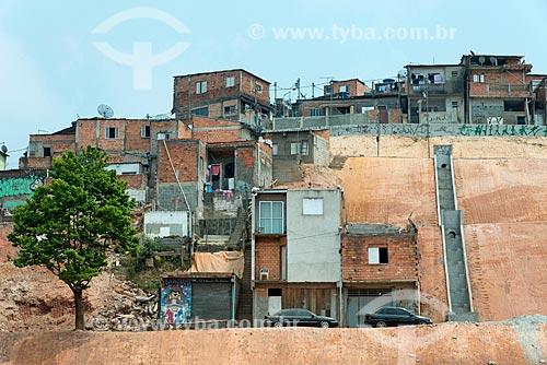 Contenção de encosta com escada hidráulica para escoamento de águas pluviais  - Mauá - São Paulo (SP) - Brasil