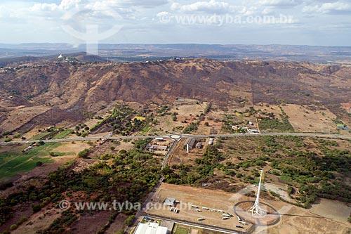 Foto feita com drone do Luzeiro do Sertão com a Colina do Horto ao fundo  - Juazeiro do Norte - Ceará (CE) - Brasil